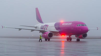 HA-LPQ - Wizz Air Airbus A320