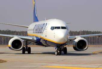 EI-EKW - Ryanair Boeing 737-800