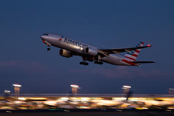 N768AN - American Airlines Boeing 777-200ER