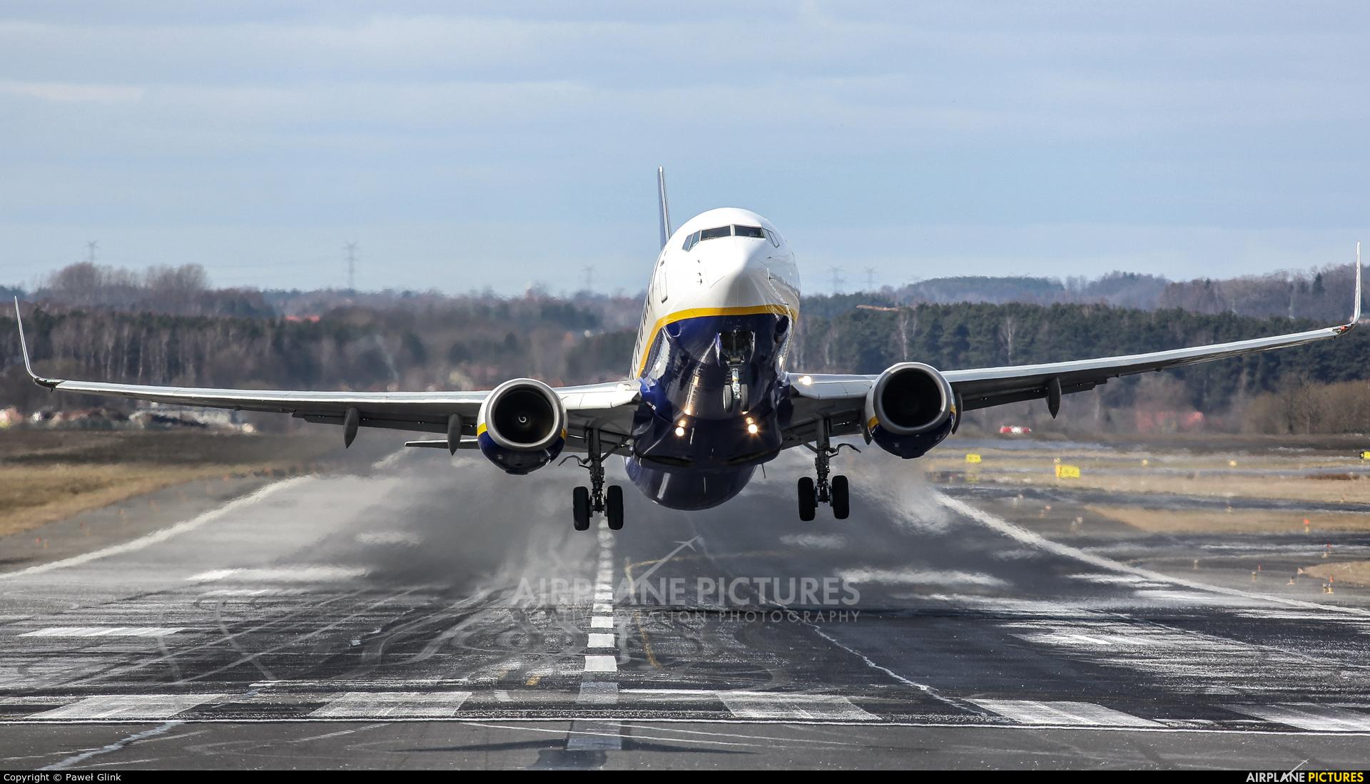 Ryanair EI-EFY aircraft at Gdańsk - Lech Wałęsa