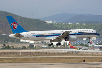 B-2824 - China Southern Airlines Boeing 757-200