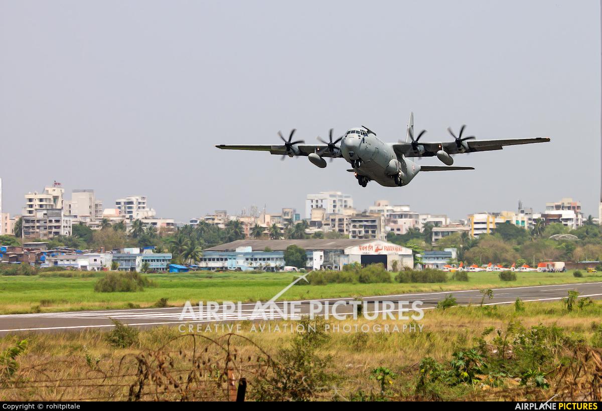 India - Air Force - aircraft at Juhu Aerodrome