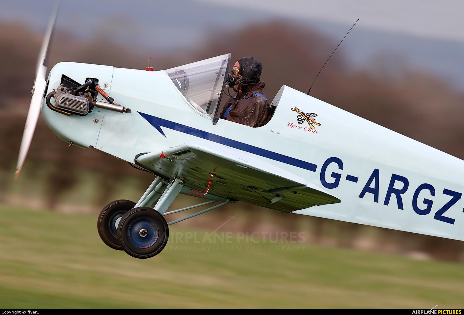 Private G-ARGZ aircraft at Lashenden / Headcorn