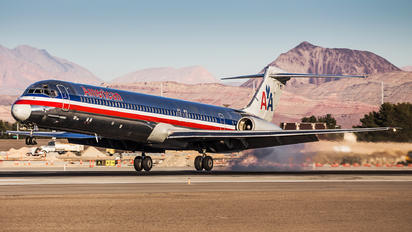 N482AA - American Airlines McDonnell Douglas MD-82