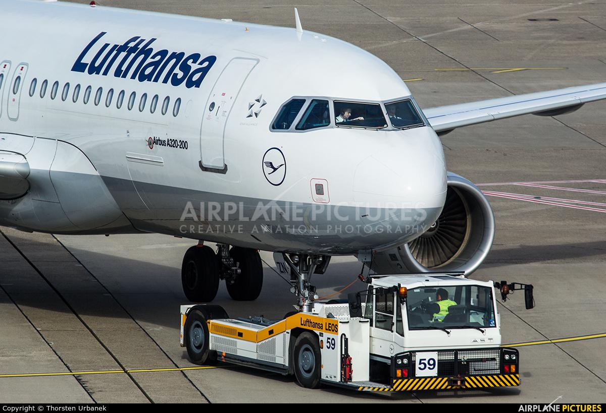 Lufthansa D-AIZN aircraft at Düsseldorf