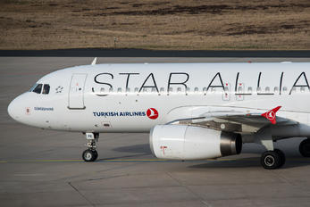 TC-JPE - Turkish Airlines Airbus A320