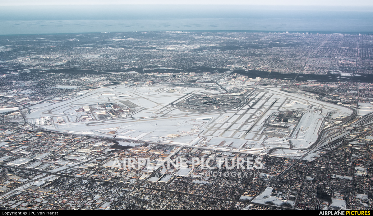 - Airport Overview - aircraft at Chicago - O Hare Intl