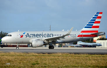 N12028 - American Airlines Airbus A319