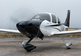 OK-OKP - Private Cirrus SR22