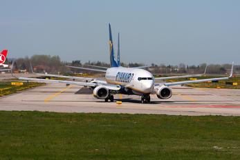 EI-DYX - Ryanair Boeing 737-800