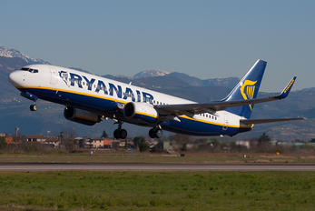 EI-DHF - Ryanair Boeing 737-800