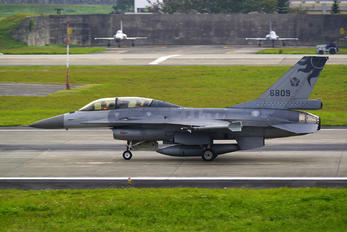 6809 - Taiwan - Air Force Lockheed Martin F-16B Block 20 MLU