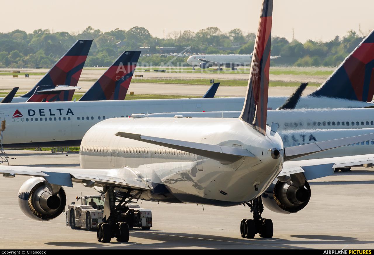 Delta Air Lines N834MH aircraft at Atlanta - Hartsfield-Jackson Intl