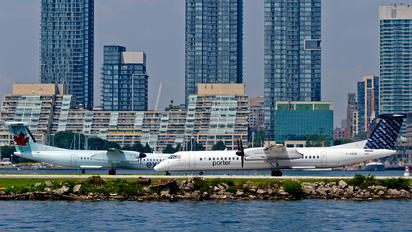 C-GKQC - Porter Airlines de Havilland Canada DHC-8-400Q / Bombardier Q400
