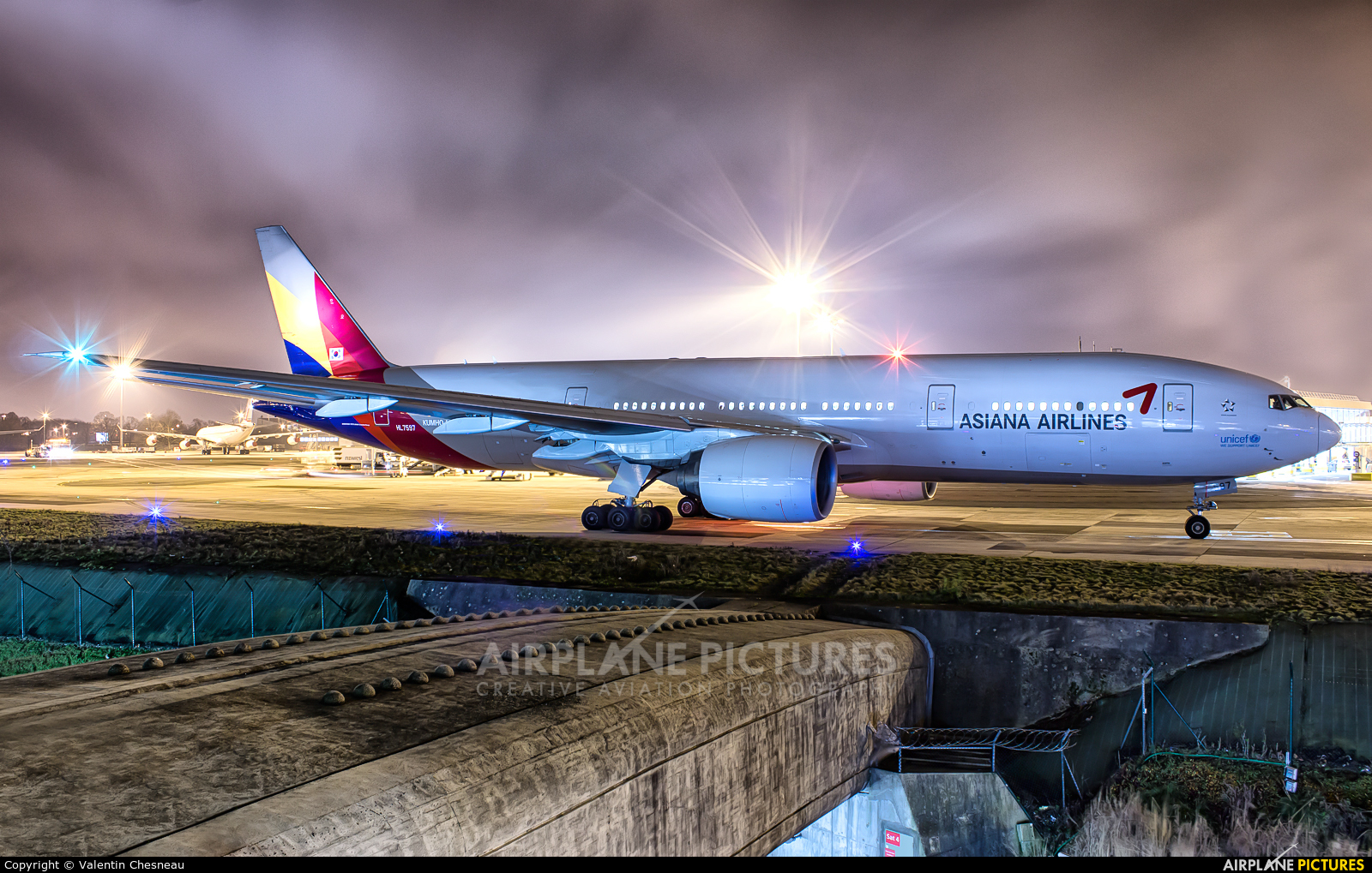 Asiana Airlines HL7597 aircraft at Paris - Charles de Gaulle