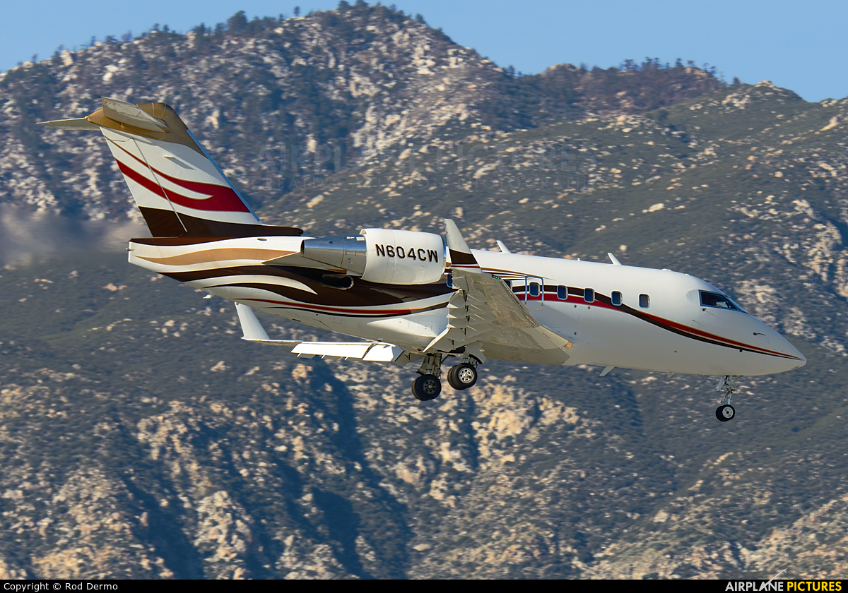 Private N604CW aircraft at Palm Springs Intl