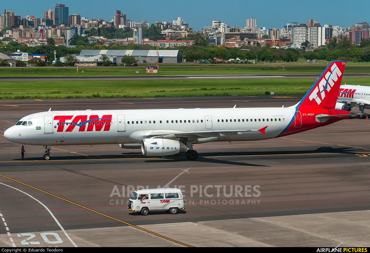TAM PT-MXH aircraft at Porto Alegre - Salgado Filho