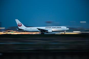 JA8397 - JAL - Japan Airlines Boeing 767-300