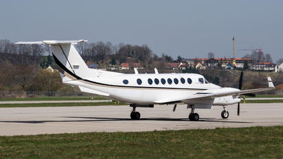- - Private Beechcraft 300 King Air