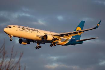 UR-GEA - Ukraine International Airlines Boeing 767-300ER