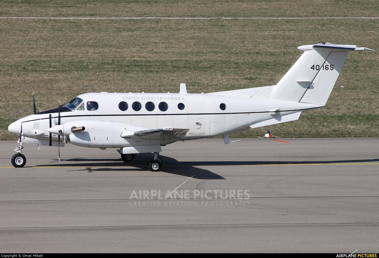 USA - Army 840165 aircraft at Stuttgart