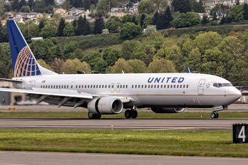N68880 - United Airlines Boeing 737-900ER
