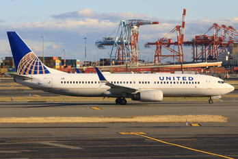 N76522 - United Airlines Boeing 737-800