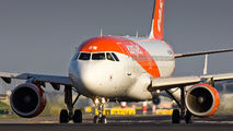 G-EZBW - easyJet Airbus A319 aircraft