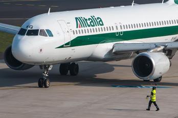 EI-IKG - Alitalia Airbus A320