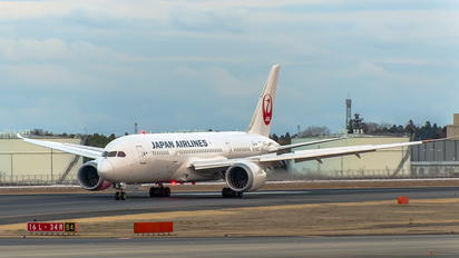 - - JAL - Japan Airlines Boeing 787-8 Dreamliner