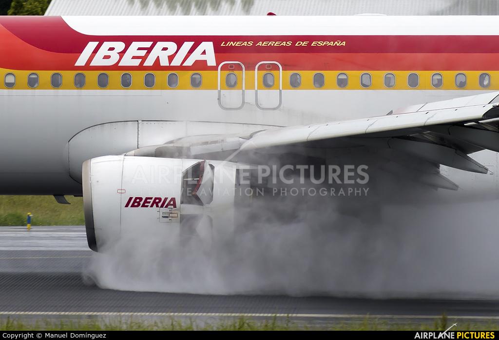 Iberia EC-KOH aircraft at La Coruña