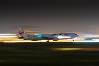 JA8365 - JAL - Japan Airlines Boeing 767-300