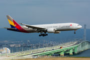 HL7697 - Asiana Airlines Boeing 777-200ER aircraft