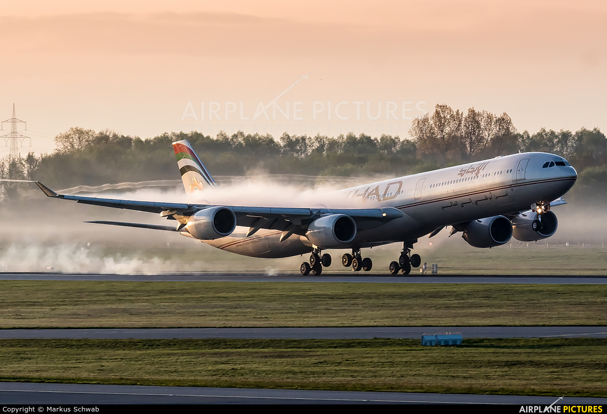 Etihad Airways A6-EHK aircraft at Munich