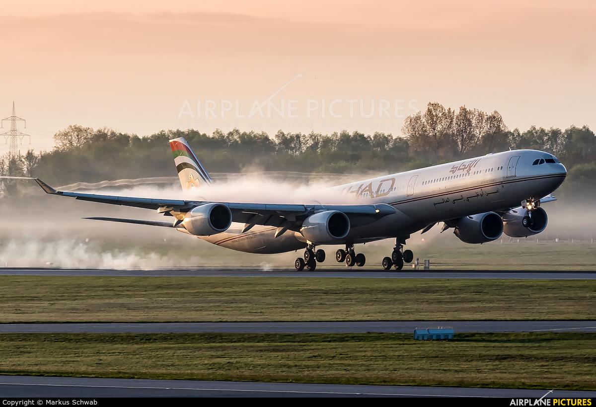 Etihad Airways A6-EHK aircraft at Munich