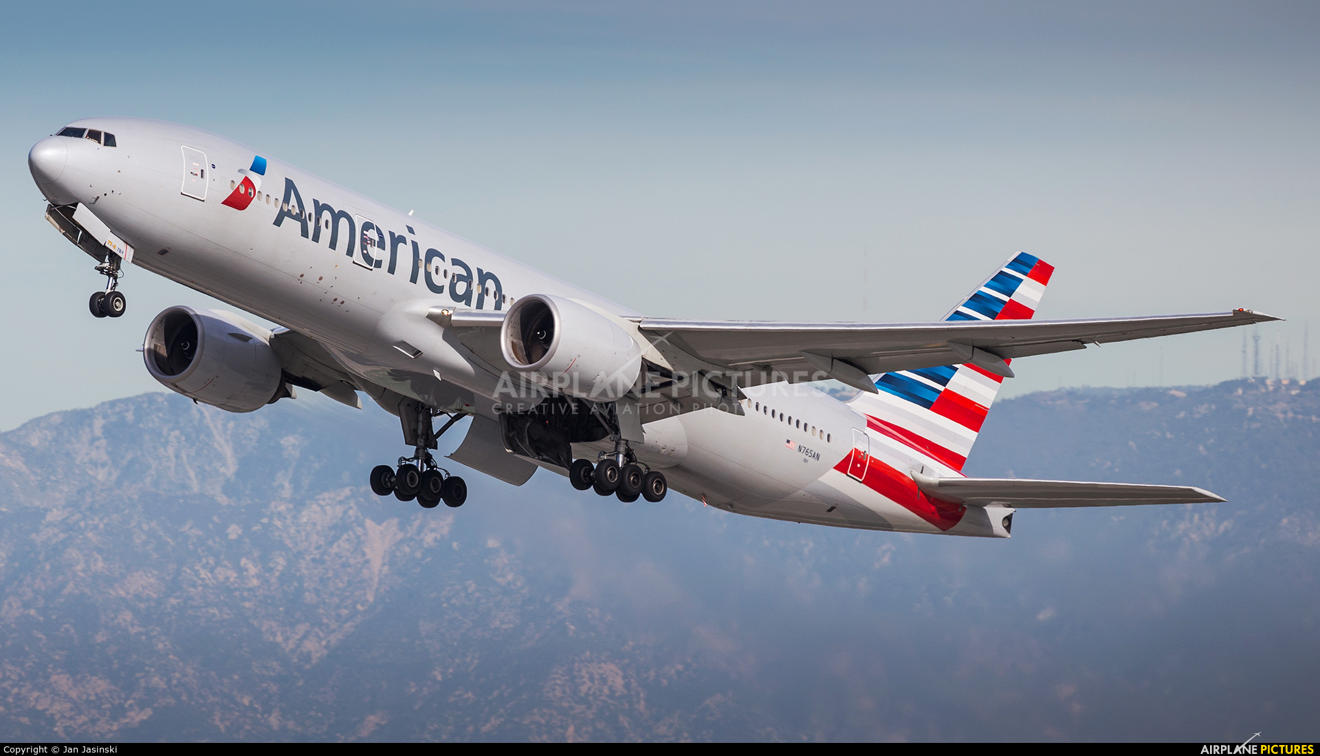 American Airlines N765AA aircraft at Los Angeles Intl