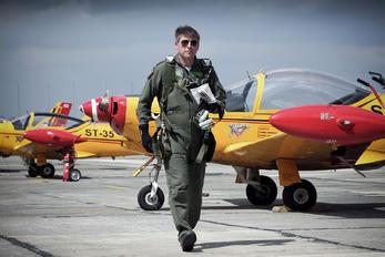 "ST-35 - Belgium - Air Force ""Hardship Red"" SIAI-Marchetti SF-260"