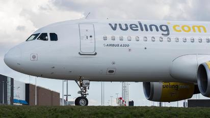 EC-LVB - Vueling Airlines Airbus A320