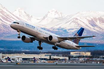N538UA - United Airlines Boeing 757-200