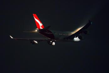- - QANTAS Boeing 747-400