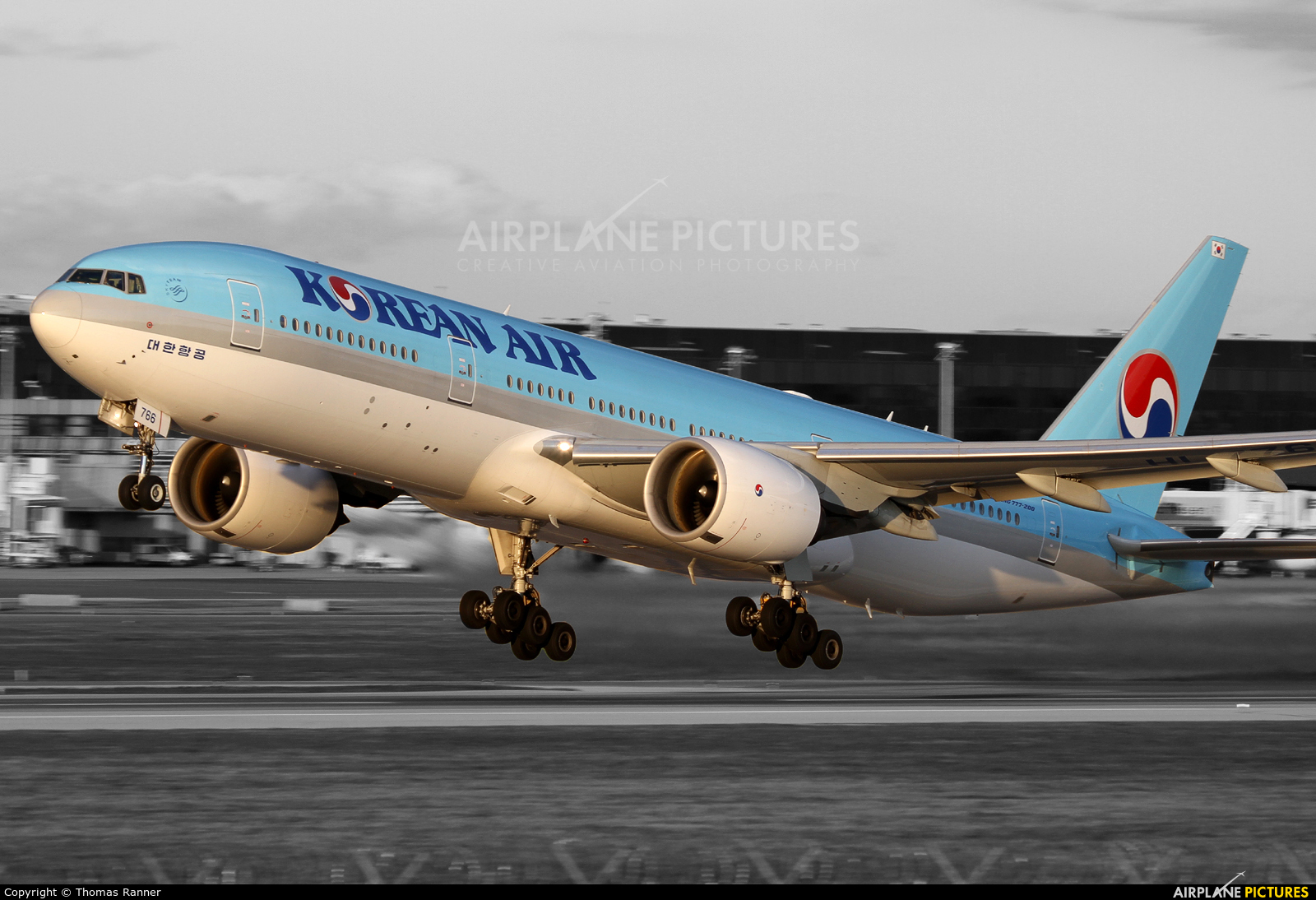 Korean Air HL7766 aircraft at Vienna - Schwechat
