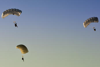 - - Serbia - Government Parachute Military