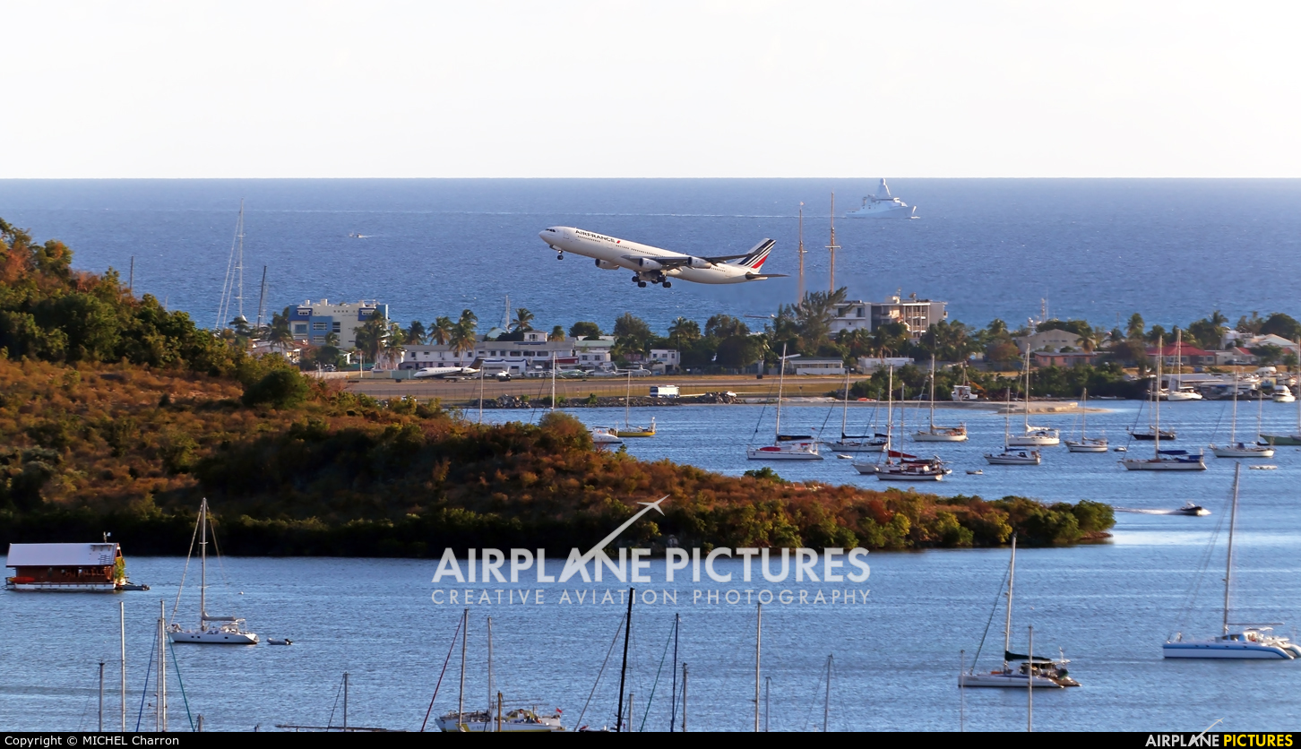 Air France F-GLZK aircraft at Sint Maarten - Princess Juliana Intl