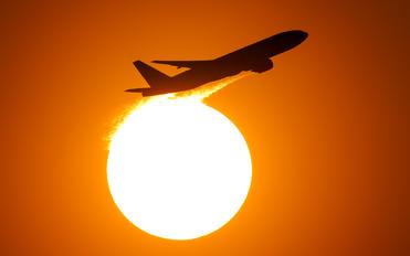 - - Korean Air Boeing 777-200