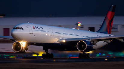 N813NW - Delta Air Lines Airbus A330-300