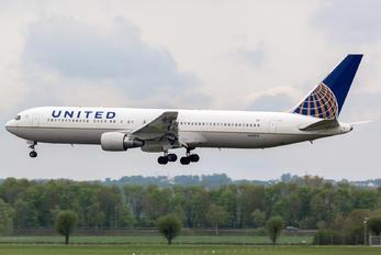 N660UA - United Airlines Boeing 767-300ER