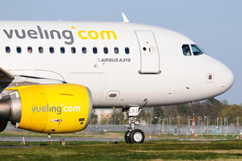 EC-LRS - Vueling Airlines Airbus A319