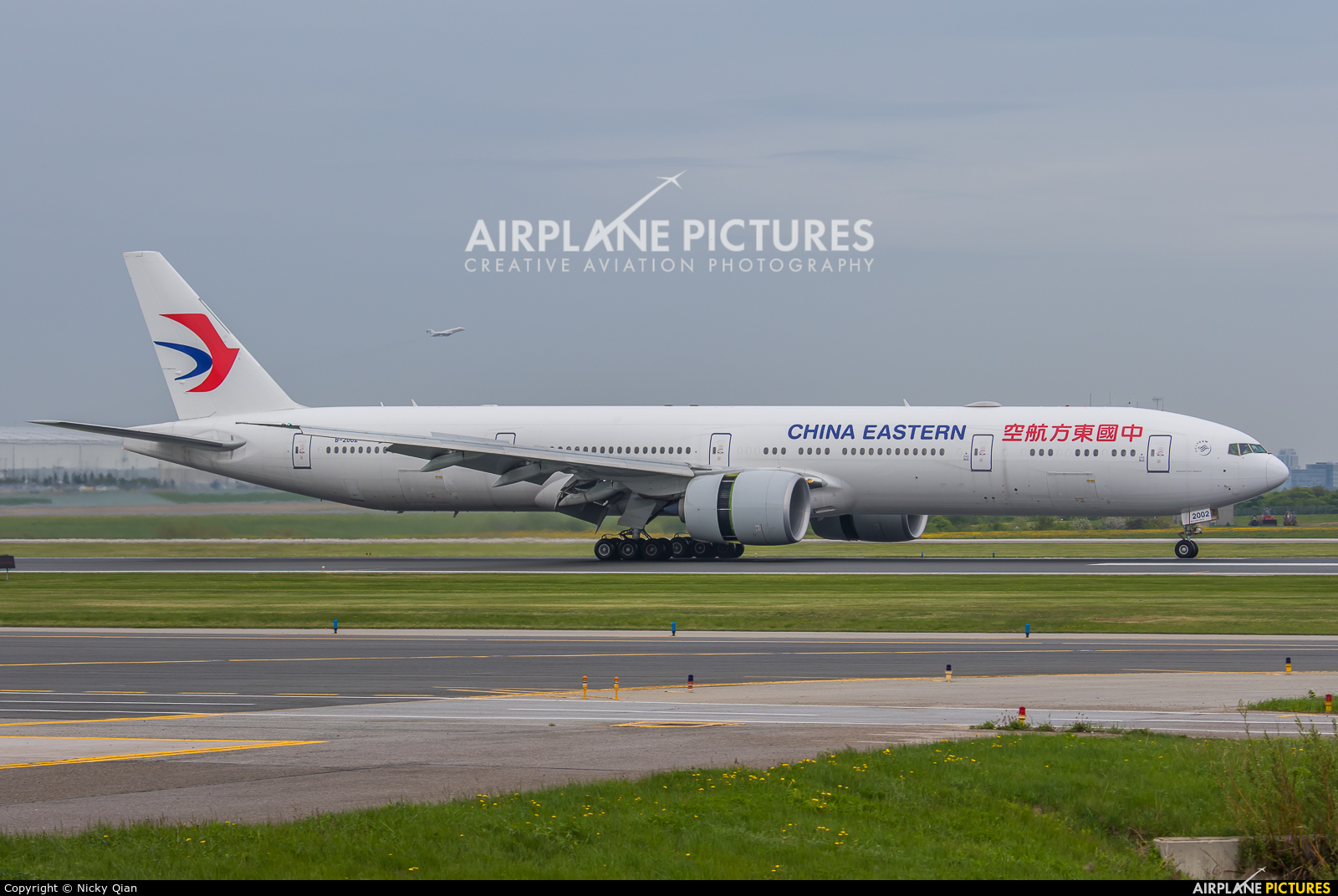 B 2002 china eastern airlines boeing 777 300er at - China eastern airlines sydney office ...