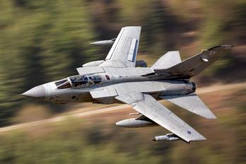 ZD842 - Royal Air Force Panavia Tornado GR.4 / 4A