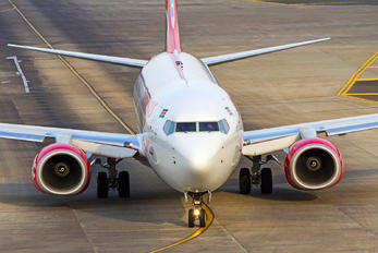 5Y-CYC - Kenya Airways Boeing 737-800